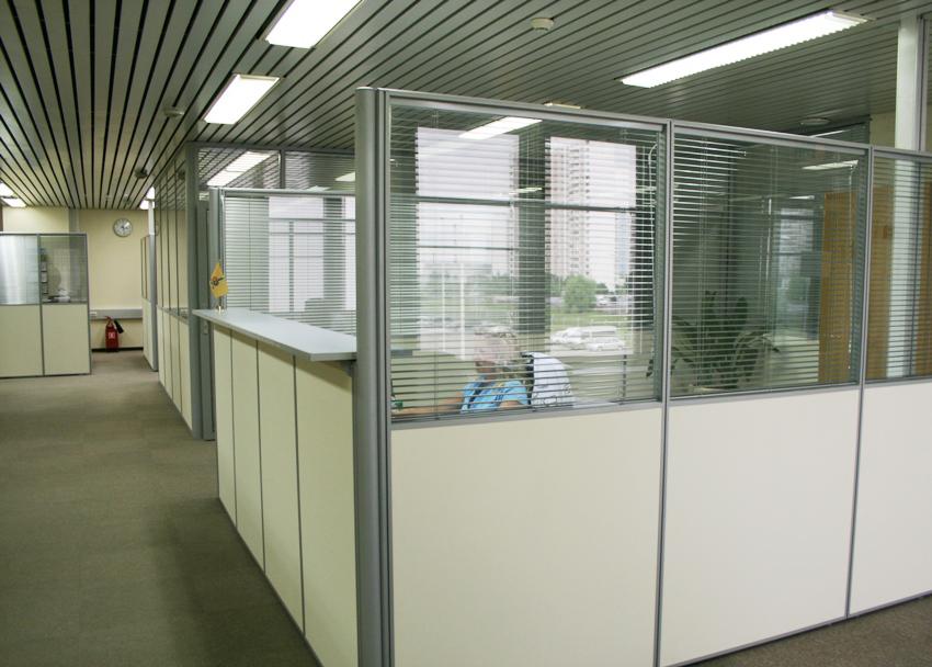 Стеклянные перегородки — конструктор в офисе
