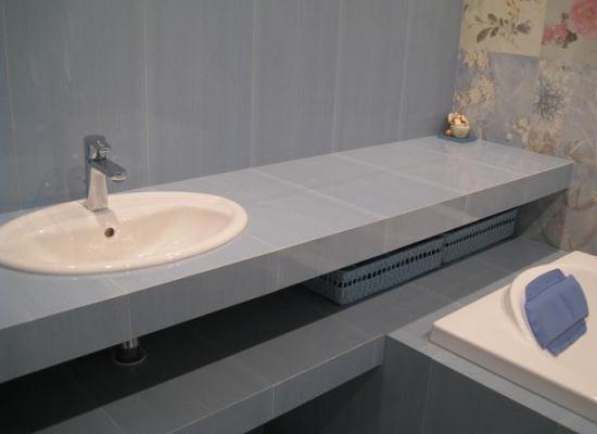 Выбор столешницы для ванной комнаты