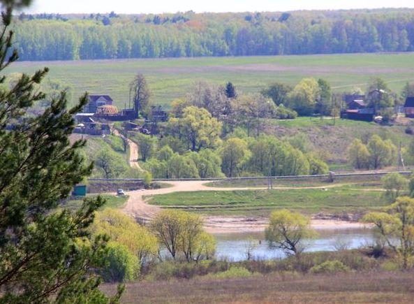 На берегу живописной реки Оки расположился обустроенный поселок Левшино