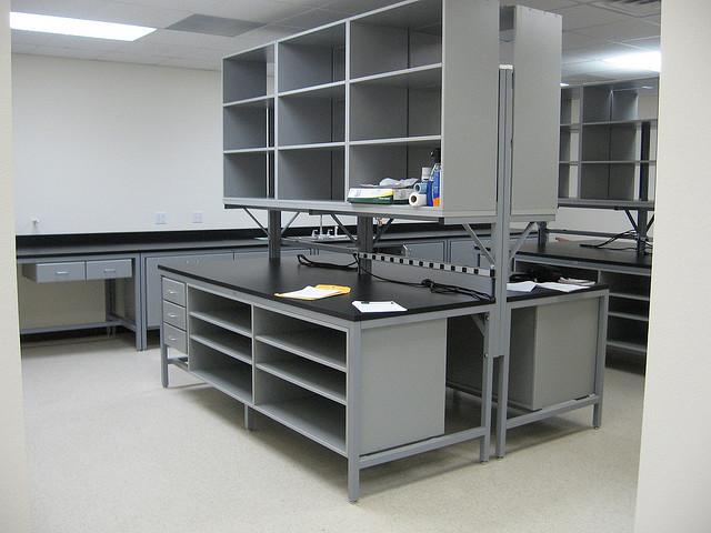 Лабораторная мебель. Особенности лабораторных столов