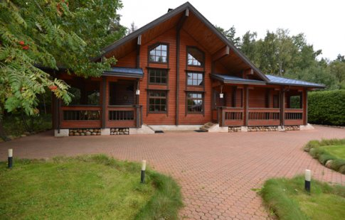 Наша компания с удовольствием изготовит дом из клееного бруса под ключ