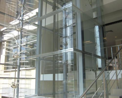Как проводится остекление шахты лифта
