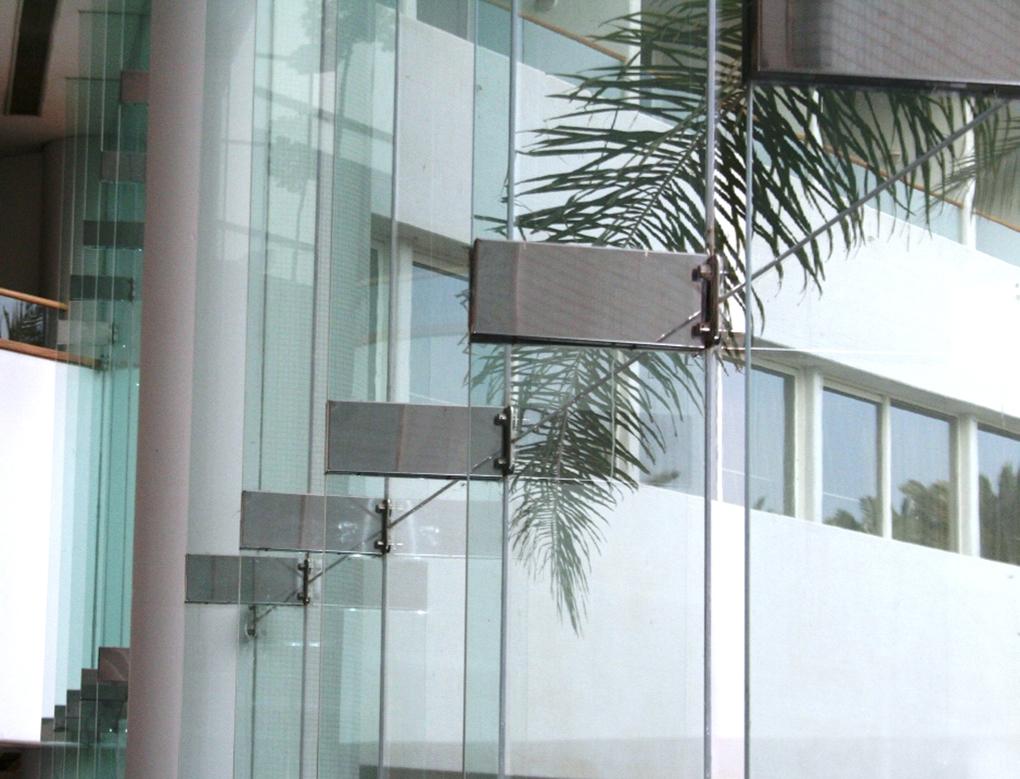 Как бронировать стекла плёнкой