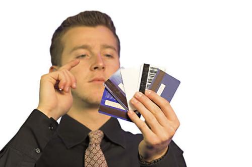 Парень с пластиковыми картами