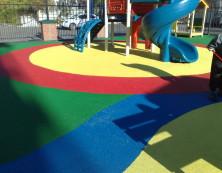 Резиновая крошка на детской площадке