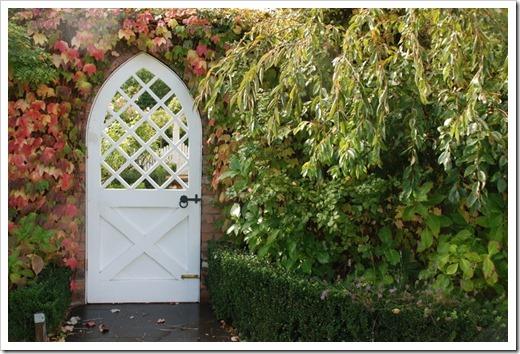 Сад в готическом стиле