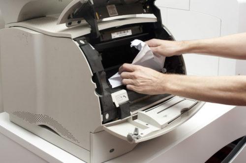 Принтер зажевал бумагу: что делать