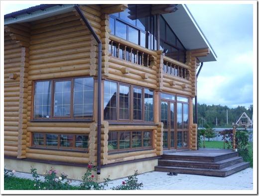 В деревянный дом обязательно нужно ставить деревянные окна?